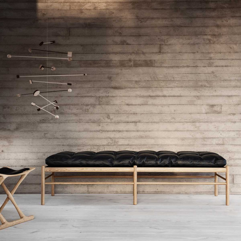 大師經典設計系列 皮革 實木 長型躺椅 / 長凳( NT$ 159,500)。圖片來源:Luxury Life