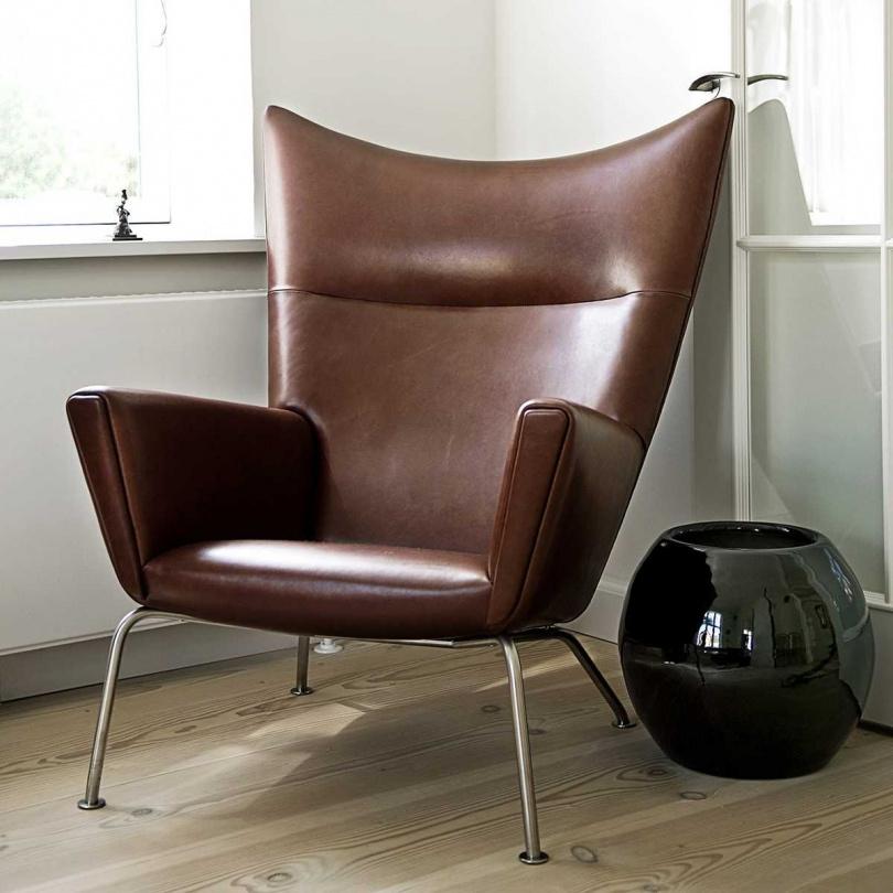 威格納設計系列 翅膀椅 皮革 高背 休閒椅 / 主人椅( NT$ 258,450)。圖片來源:Luxury Life