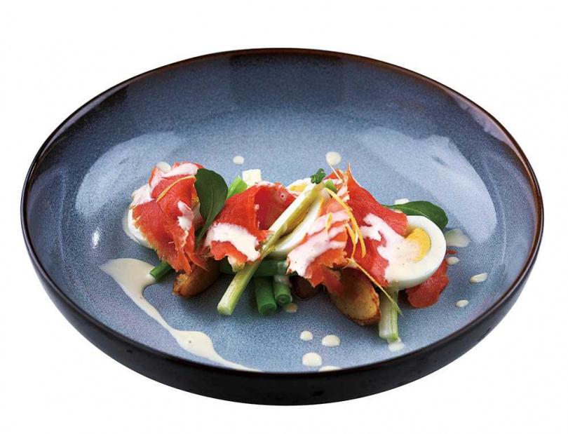 「美風法味」以野生鮭魚搭配西洋芹、四季豆、洋芋及水煮蛋,風味清新。(圖/于魯光攝)