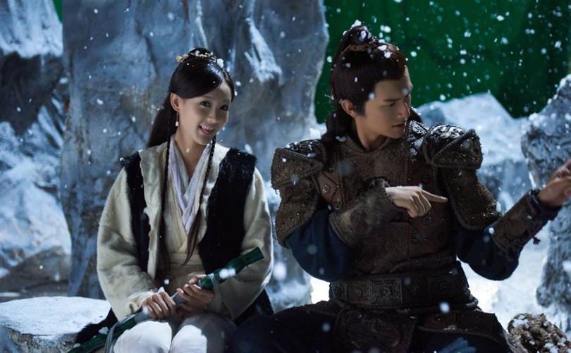 李一桐(左)與楊旭文(右),演出有著23公分的最萌身高差「靖蓉CP」。(圖/中天提供)