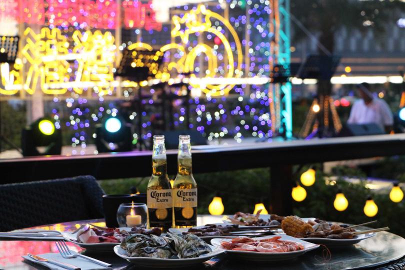 專案搭配夏季限定星光港灣BBQ,現場加碼國際樂團現場熱力演出。(圖/澎湖福朋喜來登)