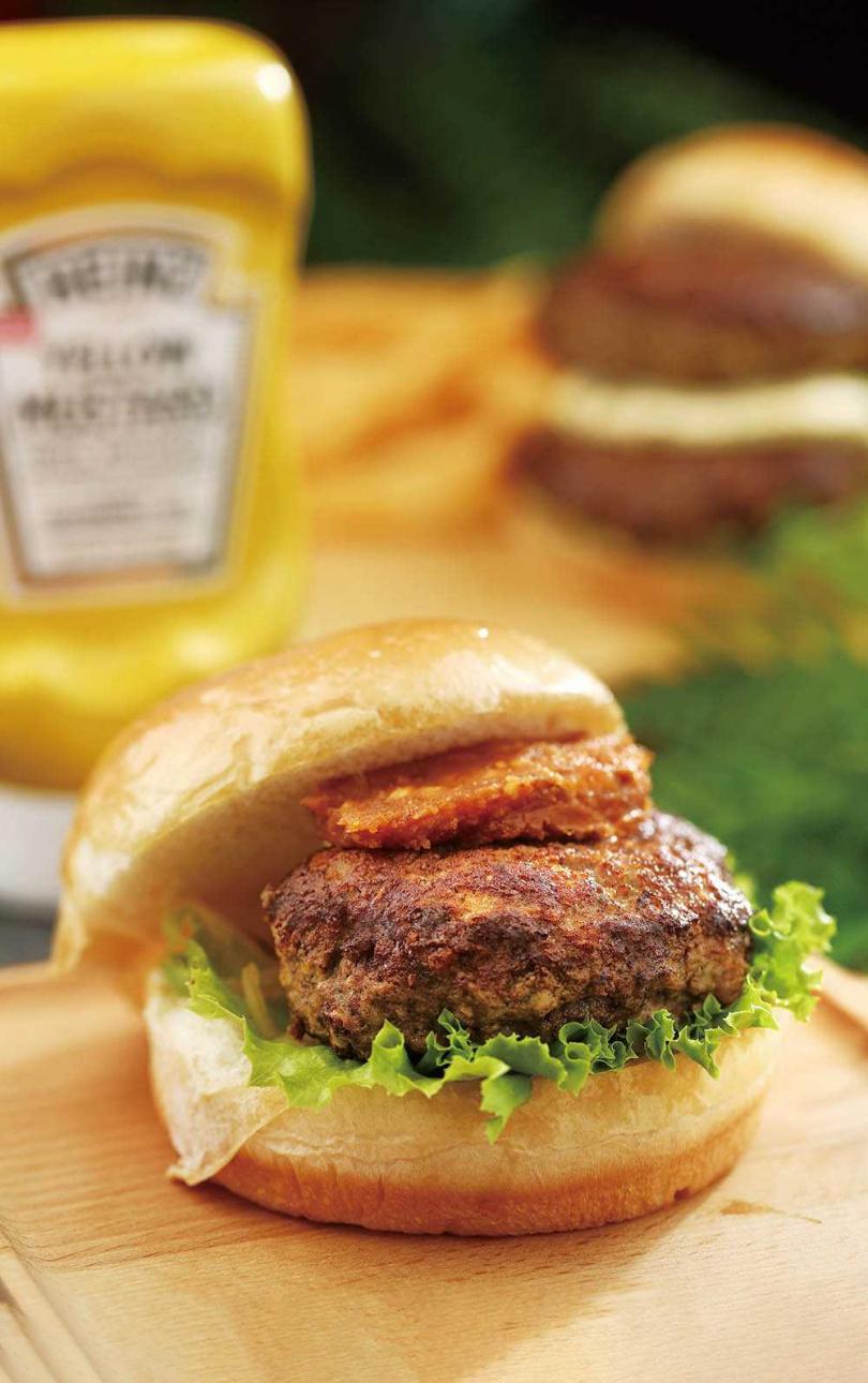「辣味花生醬和牛堡」特製辣醬搭配花生醬,香甜中帶微辣,完全不膩口。(210元)(圖/于魯光攝)