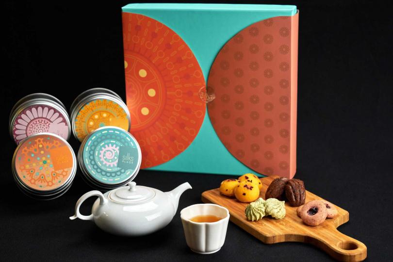 精選熱銷的西式禮盒的四款法式經典點心,盛裝於「月耀法頌」圓形鐵盒中。(圖/台南晶英)