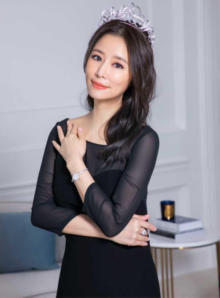 魅力女神林心如,出席CHAUMET 2021「Torsade de Chaumet」高級珠寶展,舉手投足間盡顯尊貴風範。(圖╱CHAUMET提供)