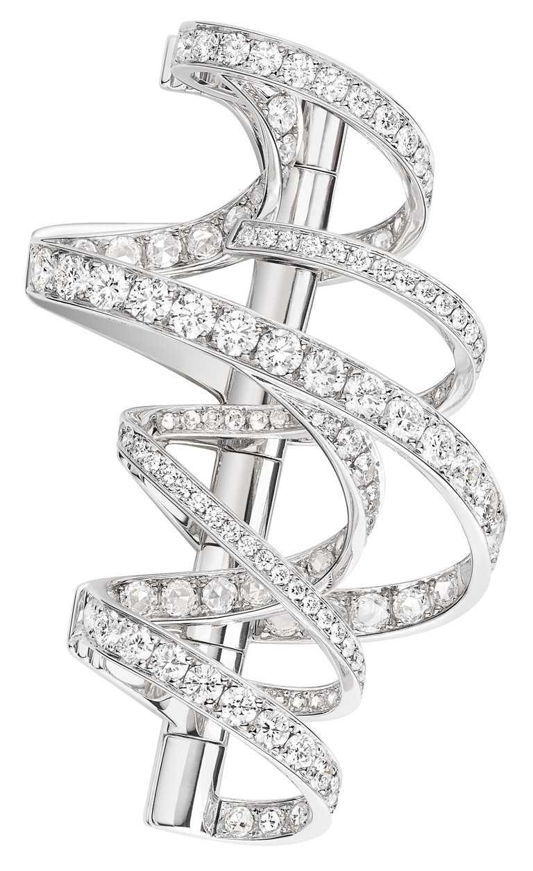 CHAUMET「Torsade de Chaumet」系列高級珠寶,18K白金胸針,鑲嵌玫瑰式切割及明亮式切割鑽石。(圖╱CHAUMET提供)