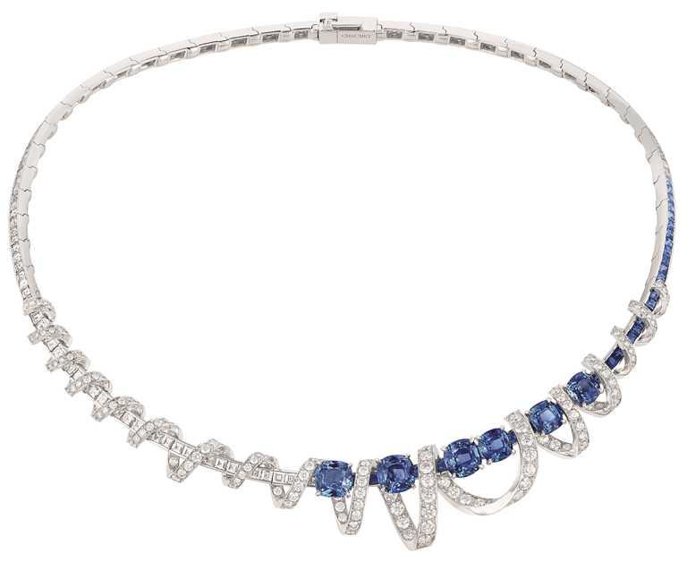 CHAUMET「Torsade de Chaumet」系列高級珠寶,18K白金鑽石項鍊,鑲嵌來自錫蘭的枕形、藍寶石方形切割及明亮式切割鑽石。(圖╱CHAUMET提供)