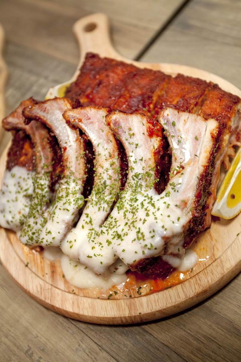 香料慢烤豬肋排配熔岩起司