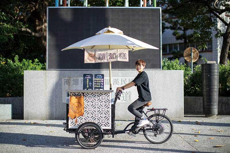 造型簡潔時尚的推車,很受民眾歡迎。(圖/宋岱融攝)