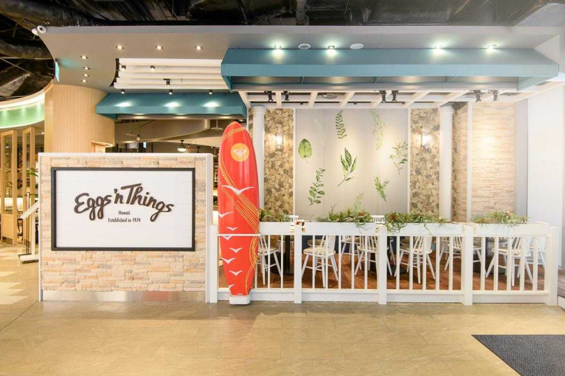 台灣首店結合日式簡約以及夏威夷的圖案元素設計。(圖/Eggs 'n Things提供)