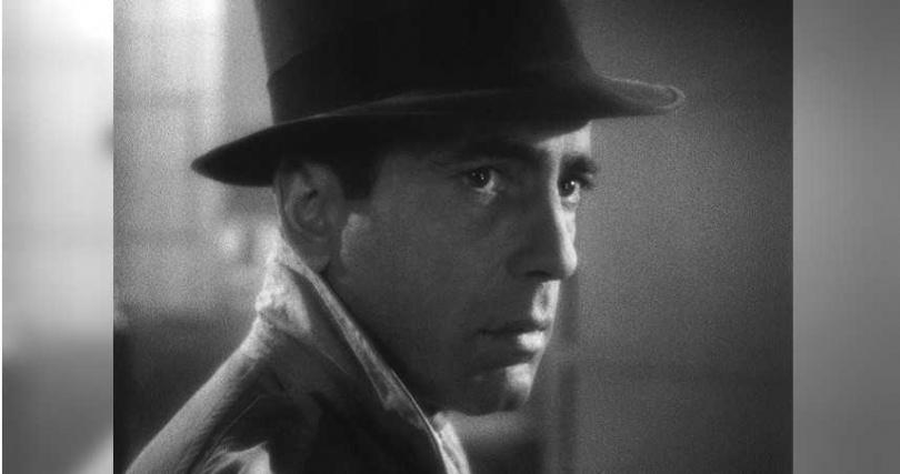 美國電影學會百年百大男演員第一名的亨佛萊鮑嘉在《北非諜影》中率性而為、玩世不恭的酒吧老闆形象被美國人至今視為永遠的偶像。