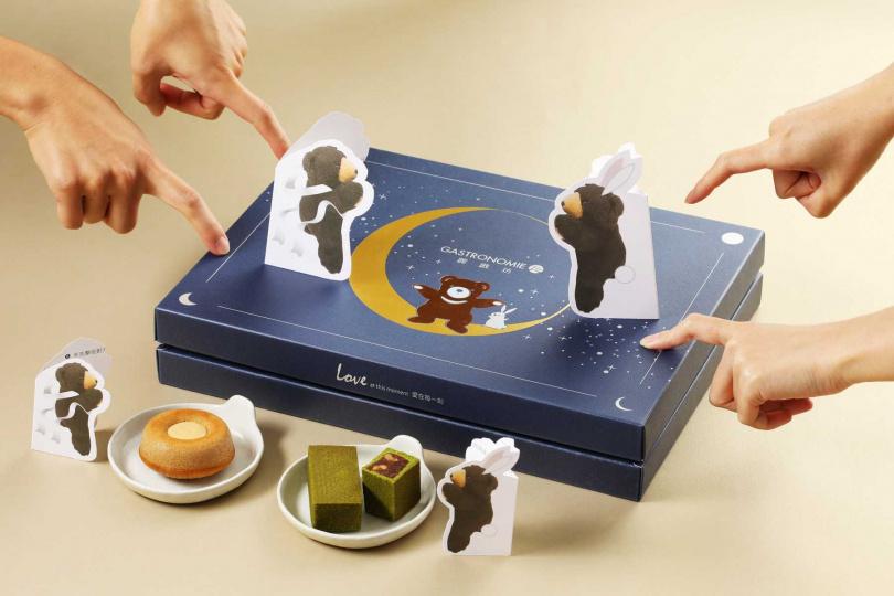 將「麗緻熊」融入「麗緻盈月禮盒」中,刻畫成活潑可愛的嫦娥與月兔,搭配不同經典童趣紙牌遊戲說明,極具童趣。(圖/麗緻餐旅集團)