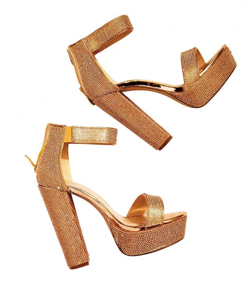 白靈說,這雙鞋是透過一些關係買到的,非常好穿,世界上就只有這一雙,大約2,000美元(約新台幣56,000元)。(圖/莊立人攝)