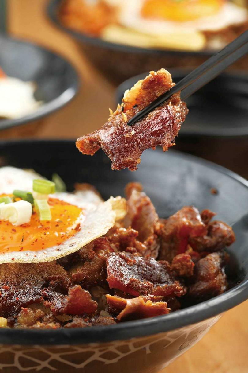 「A5和牛筋肉滷肉飯」加上軟Q的A5和牛牛筋,嚼感超好。(200元)(圖/于魯光攝)