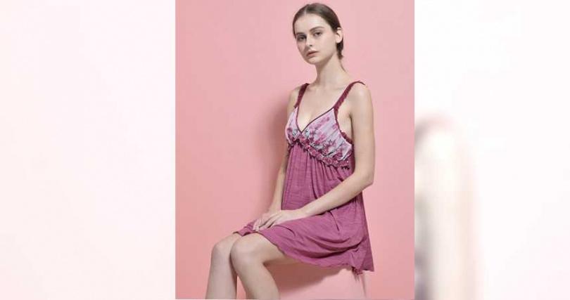 保守的女孩也可以從挑選一件舒適的居家睡衣開始,寵愛自己不能等。