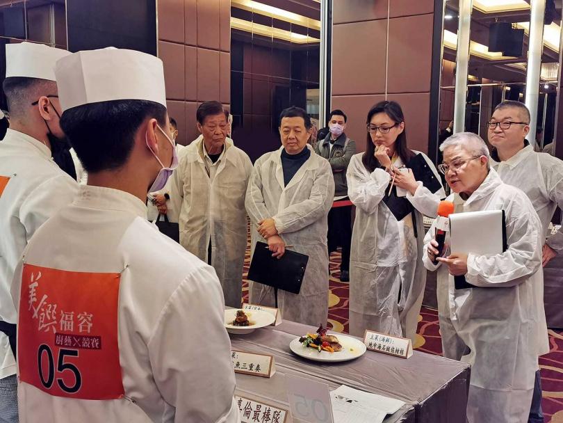 邀請知名美食評論家胡天蘭(右二)擔任裁判長。(圖/福容大飯店提供)