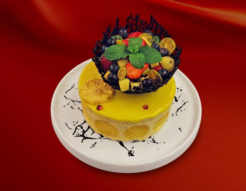 金鑽鳳梨慕斯蛋糕。(圖/福容大飯店提供)