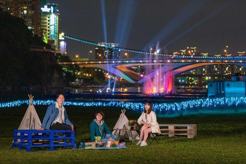 5月下旬前不妨和親友一同到碧潭欣賞以聲光效果結合在地故事的水舞秀。(圖/新北市觀旅局提供)