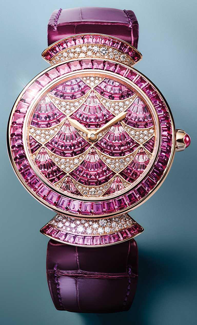 BVLGARI「Divina Mosaica」珠寶腕錶,粉紅藍寶石款,37mm,玫瑰金錶殼,BVL191型自動上鏈機芯,鑽石282顆,粉紅藍寶石261顆╱4,751,000元。(圖╱BVLGARI提供)