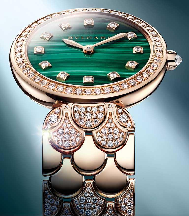 BVLGARI「Divas' Dream」珠寶腕錶,孔雀石款,33mm,玫瑰金錶殼,石英機芯,鑽石433顆╱1,523,000元。(圖╱BVLGARI提供)