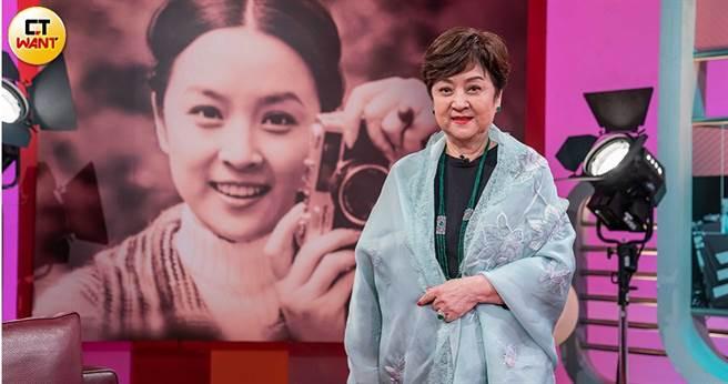 甄珍上《TVBS看板人物》談及演藝人生。(圖/TVBS提供)