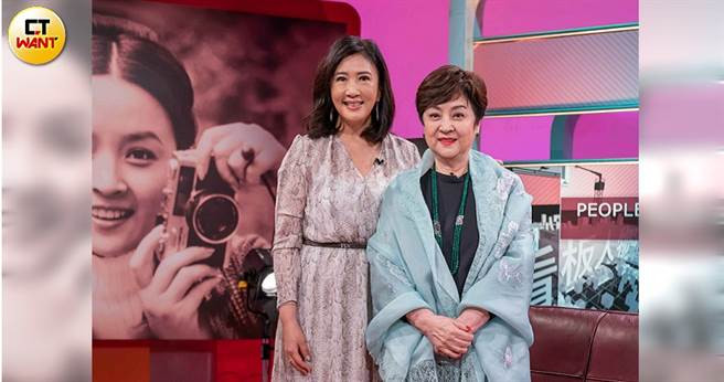 甄珍(右)上《TVBS看板人物》與方念華對談。(圖/TVBS提供)