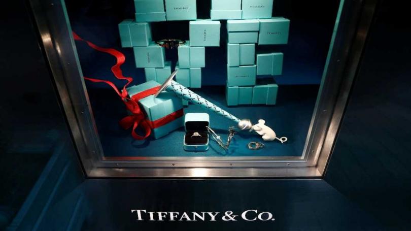 法國精品巨擘LVMH執行長Bernard Arnault,宣布以每股135美元、總價163億美元現金(包括負債3.5億美元),併購美國珠寶商蒂芙尼。(圖/各品牌)