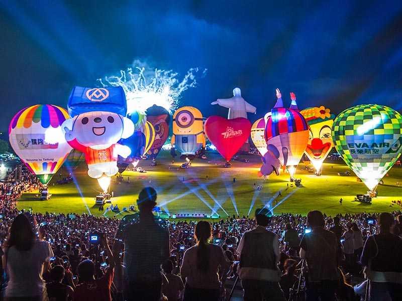 ▲入夜後的光雕音樂會,也是活動一大亮點。(圖/臺灣國際熱氣球嘉年華)