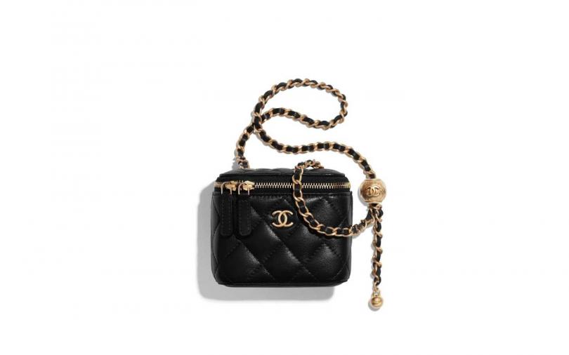 CHANEL 黑色菱格紋調節式皮穿鏈小方包/84,500元(圖/品牌提供)