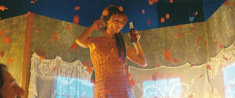 女主角朵莉亞緹莉兒,不但是尼可拉斯貝多的御用女主角,現實中兩人也是夫妻。(圖/CATCHPLAY提供)