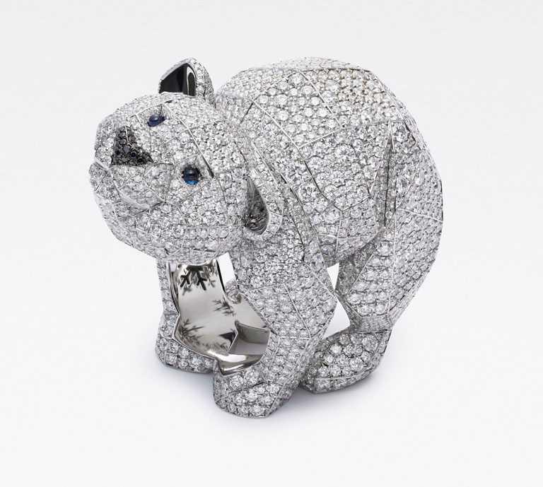 Chopard「Red Carpet紅地毯系列」北極熊戒指,18K白金鑲嵌明亮式切割12.5克拉鑽石與黑鑽╱價格未定。(圖╱Chopard提供)