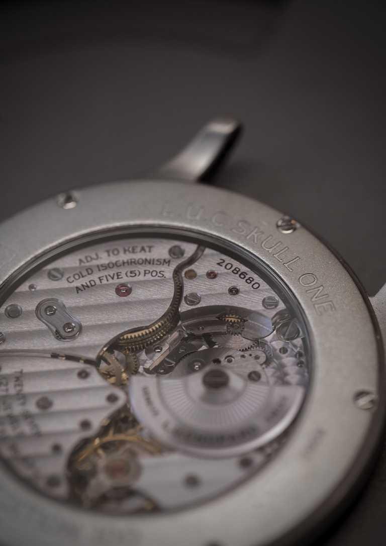 CHOPARD「L.U.C 96.53-L」型超薄自動上鏈機械機芯,厚度僅為3.3毫米。(圖╱CHOPARD提供)