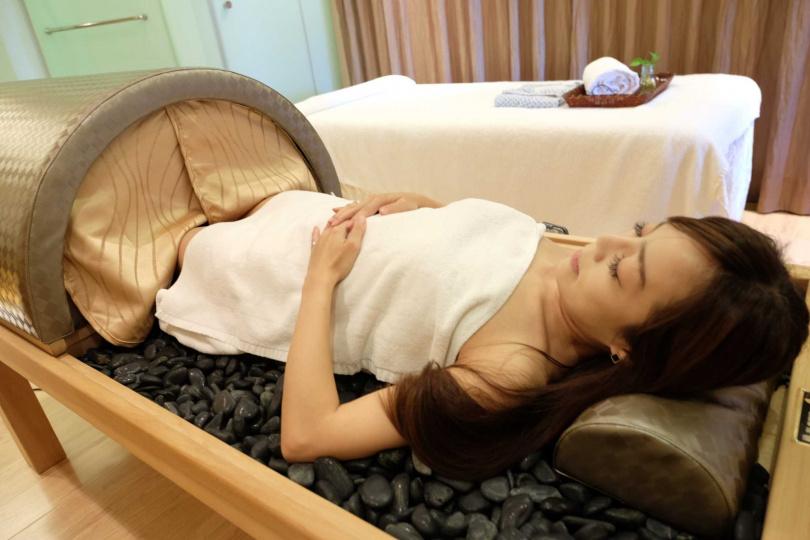 「岩盤浴」選用來自日本岩盤浴。