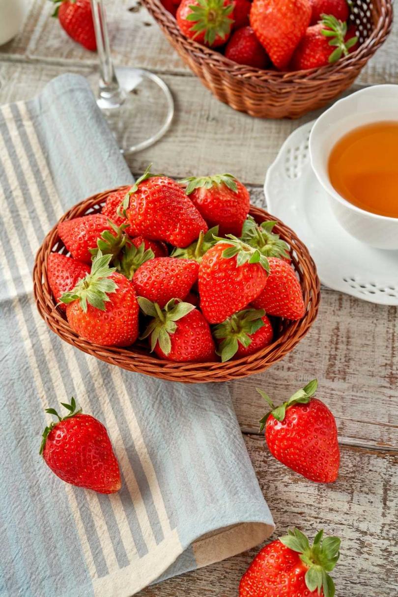酸酸甜甜的草莓搭配甜食,讓人無法抗拒!