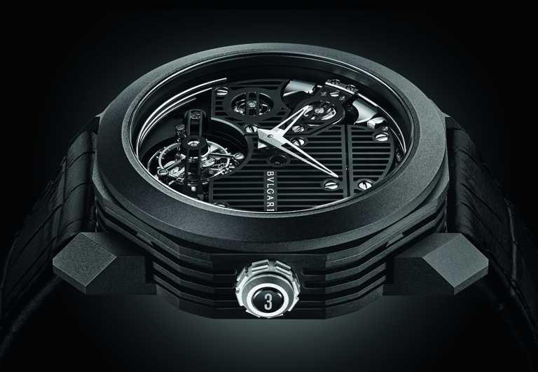 BVLGARI「OCTO ROMA Carillon Tourbillon」鐘樂報時陀飛輪腕錶,全球限量15只,並分別於錶冠鐫刻1至15的數字,凸顯其獨一無二的珍貴價值。(圖╱BVLGARI提供)