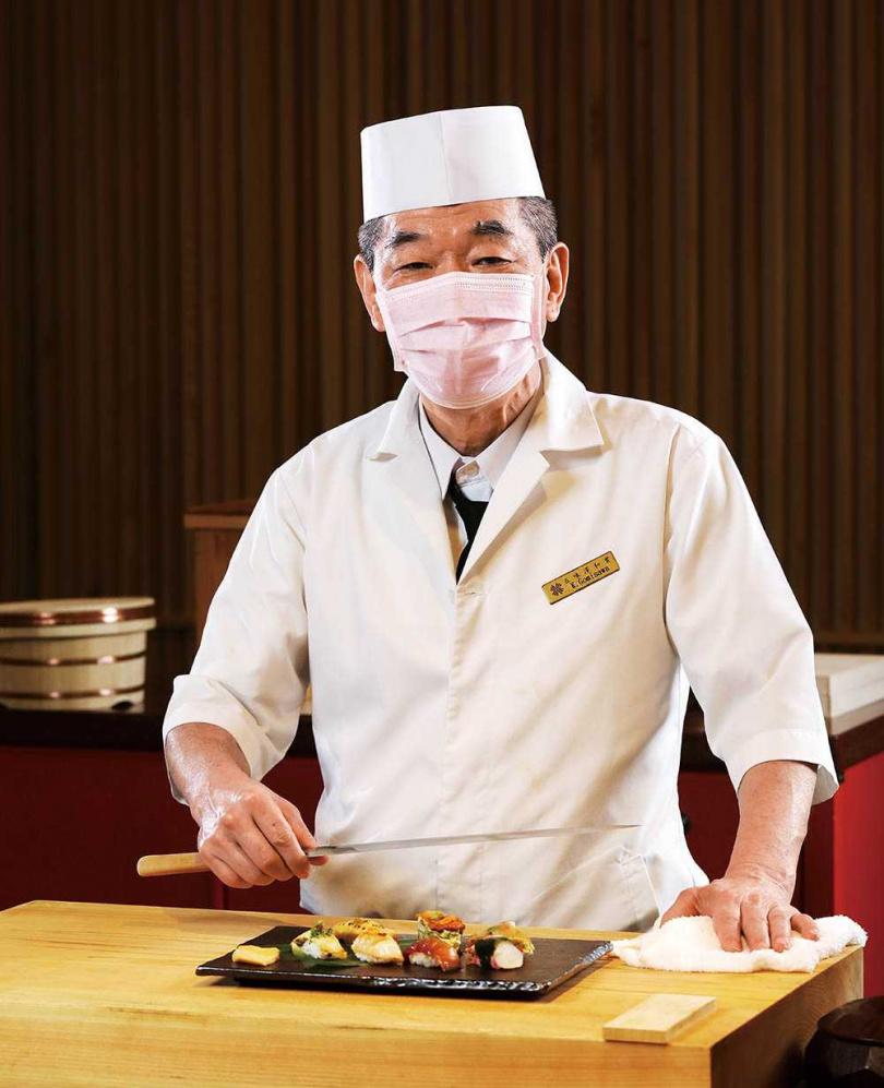 日籍主廚五味澤和實擔任「弁慶」料理長,一待就是三十年。(圖/于魯光攝)