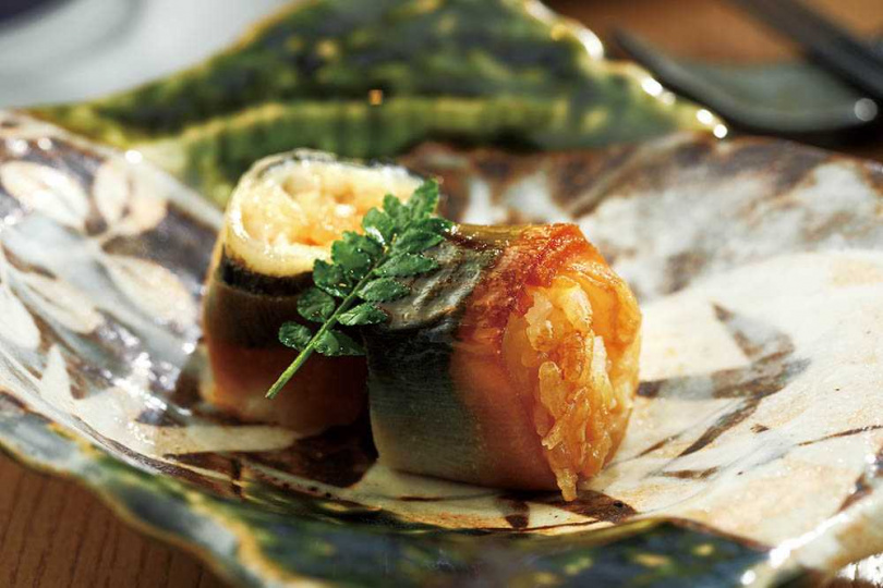 春筍薄片及北海道干貝選入壽司,再以醋橘醬燒烤。(圖/于魯光攝)