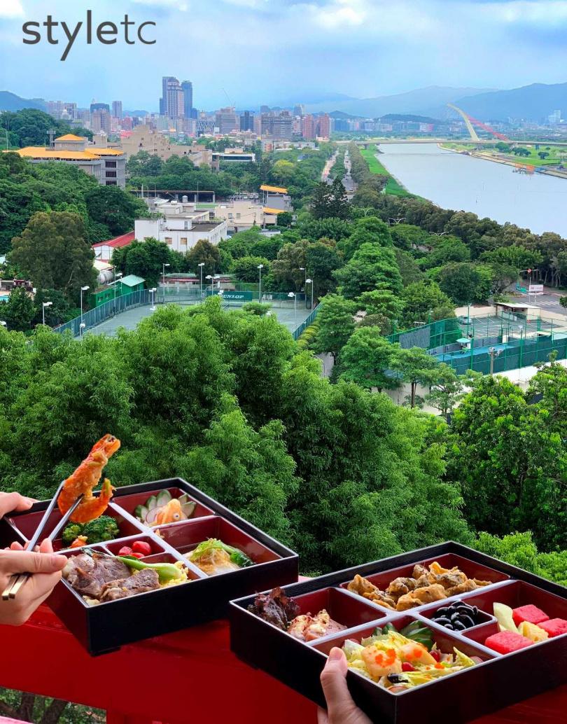 專案提供的雙層圓山國宴寶盒,由圓苑餐廳、金龍餐廳及圓山牛排館合作,將數道經典菜餚集結而成。(圖/于魯光攝)