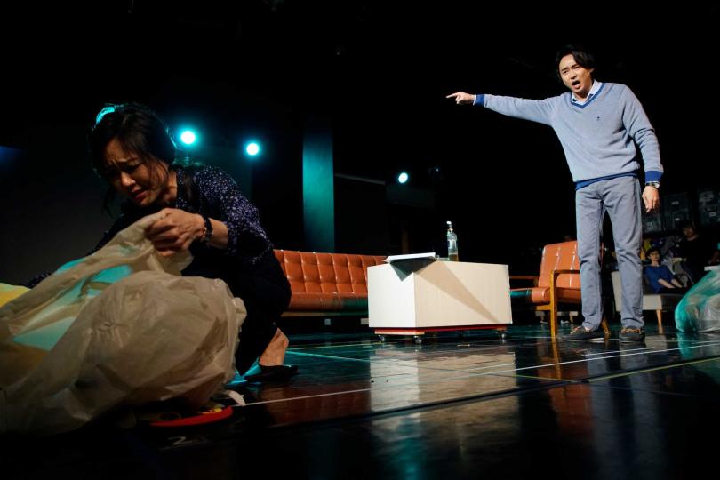 尹馨在《我們與惡的距離》全民公投劇場版與狄志杰上演夫妻失和。(圖/故事工廠提供)