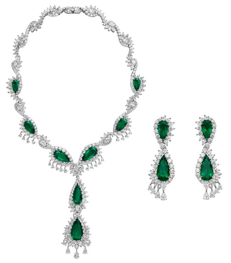 Chopard「頂級珠寶」系列祖母綠套組,項鍊、耳環╱101,470,000元;Chopard「頂級珠寶」系列祖母綠戒指╱101,470,000元。(圖╱Chopard提供)