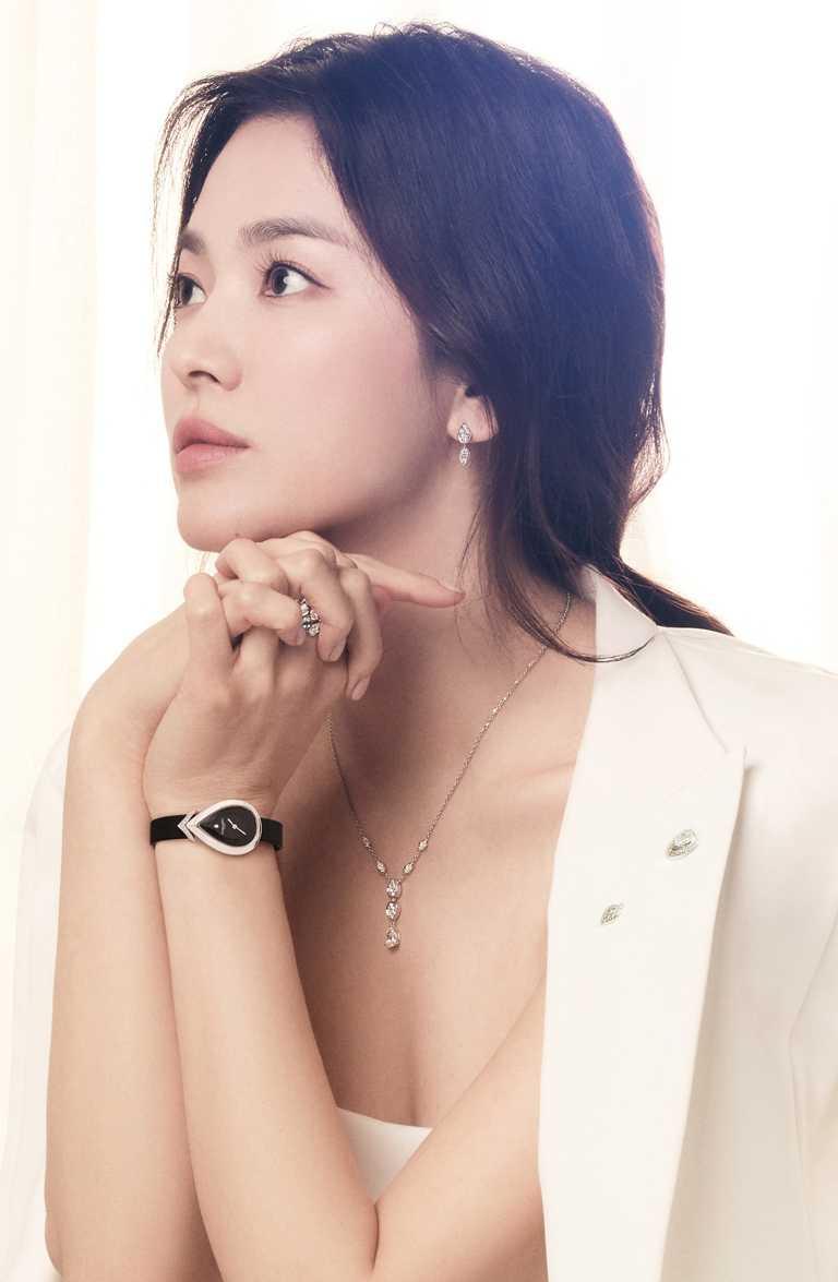 宋慧喬佩戴CHAUMET「Joséphine Ronde d'Aigrettes」系列珠寶,展現簡約迷人的日間裝束。(圖╱CHAUMET提供)