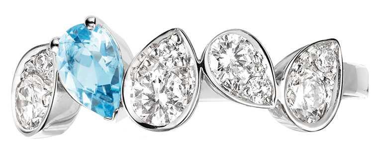 CHAUMET「Joséphine Ronde d'Aigrettes」18K白金鑲梨形海藍寶石、鑽石戒指╱129,000元。(圖╱CHAUMET提供)