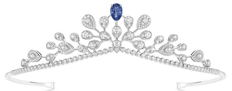 CHAUMET「Joséphine Aigrette Impériale」18K白金鑲嵌梨形藍寶石、鑽石冠冕╱價格店洽。(圖╱CHAUMET提供)