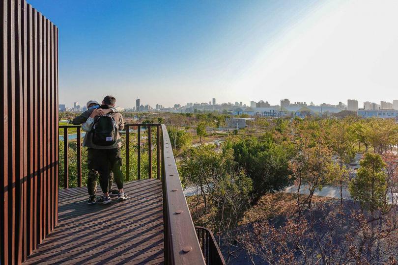 爬上「自我體驗區」最高處,便能無死角看盡公園全景。(圖/焦正德攝)