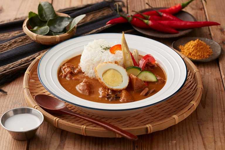 「馬來西亞慢燉椰汁咖哩雞」濃郁中帶有顯明的甜味感,十分下飯。(190元)