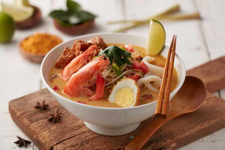 極濃郁的「檳城叻沙海鮮麵」,層次豐富分明,風味一點不輸正宗馬來西亞餐館。(220元)
