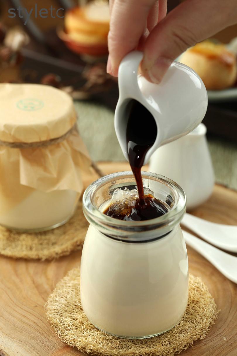 下午茶套餐選項之一「濃醇燕窩鮮奶酪」,以黑糖口味最受歡迎。(含於套餐中,圖/于魯光攝)