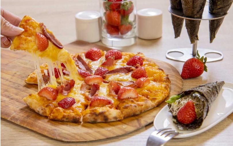 草莓煙燻鴨胸Pizza及草莓盧筍手卷。(圖/台北凱撒大飯店提供)