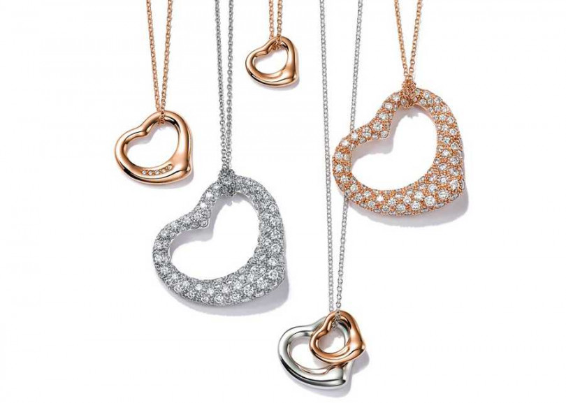 TIFFANY & CO.「Open Heart系列」鏤空心型項鍊,純銀與18K玫瑰金╱24,500元起(圖╱TIFFANY& CO.提供)