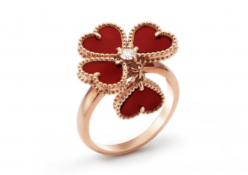 Van Cleef &Arpels「Sweet Alhambra系列」Effeuillage戒指╱152,000元(圖╱VanCleef & Arpels提供)