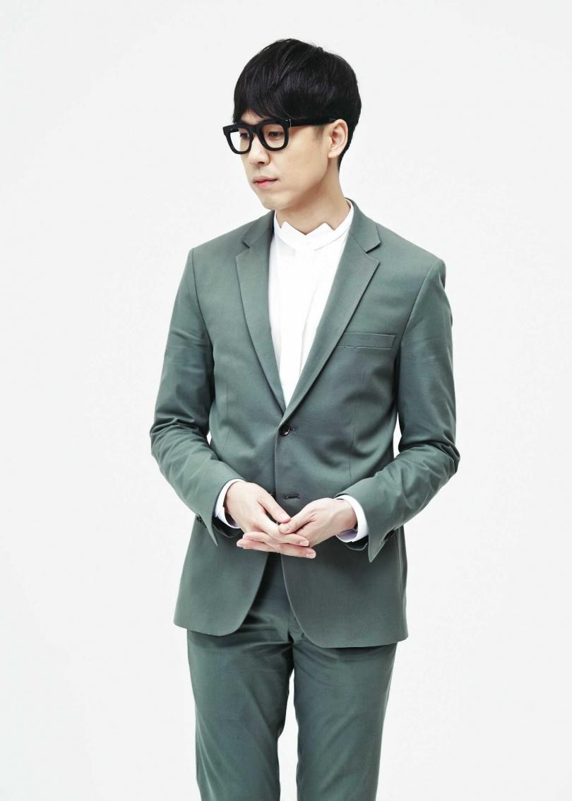 鄭俊日是《孤單又燦爛的神》OST〈初雪〉演唱者。(圖/翻攝自網路)